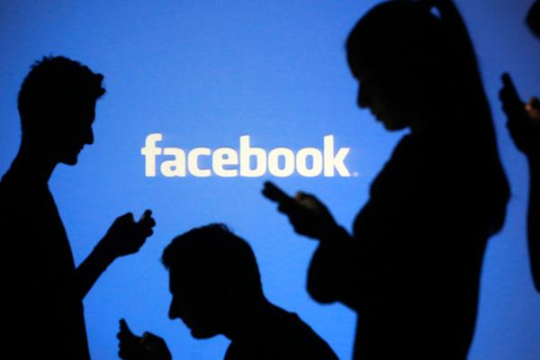 वयस्कों को उदासी दूर करने में मदद सकती है फेसबुक