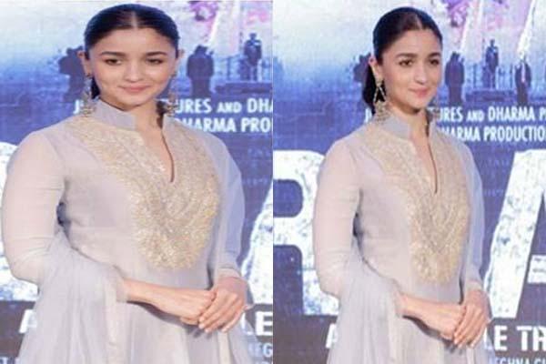अनारकली सूट में आलिया भट्ट आई बेहद खूबसूरत नजर....