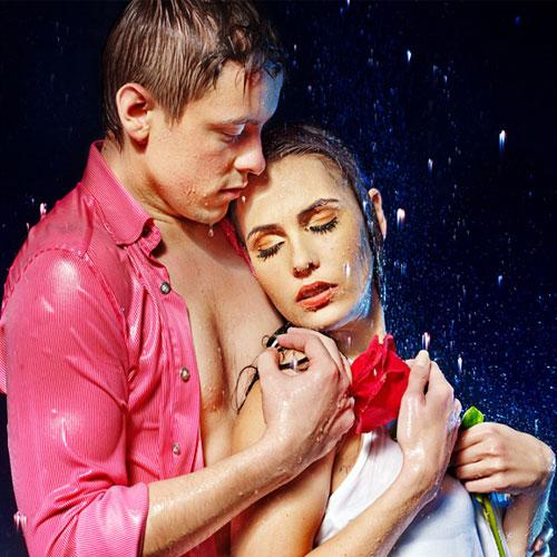 रोमांटिक बारिश की बूंदें ने, उडाई नींद करा मदहोश