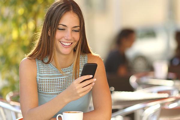 स्मार्टफोन पर औसत भारतीय प्रति वर्ष बिताते हैं 1,800 घंटे