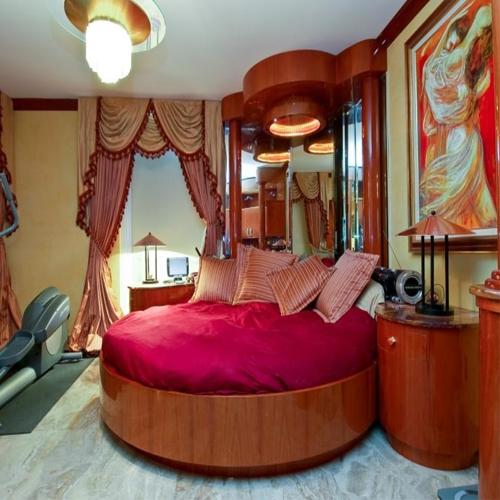 मैरिड कपल कुछ यूं संवरें अपना बेडरूम