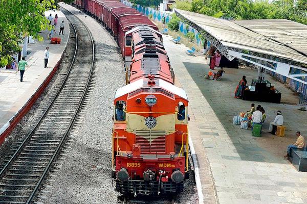 रेलवे में निकली 10वीं, आईटीआई पास पदों पर बंपर भर्ती