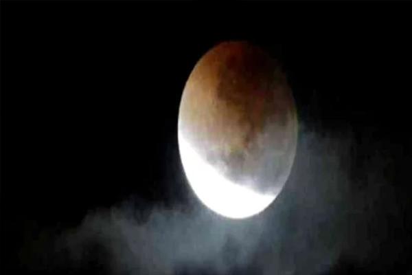 चंद्र ग्रहण पर गर्भवती महिलाएं ना करें ये गलतियां
