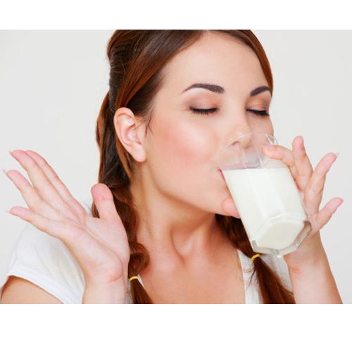 ठंडा दूध पीने के अनोखे लाभ