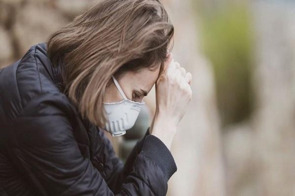 COVID-19 महामारी लोगों के मानसिक स्वास्थ्य पर डाल रही है बुरा असर