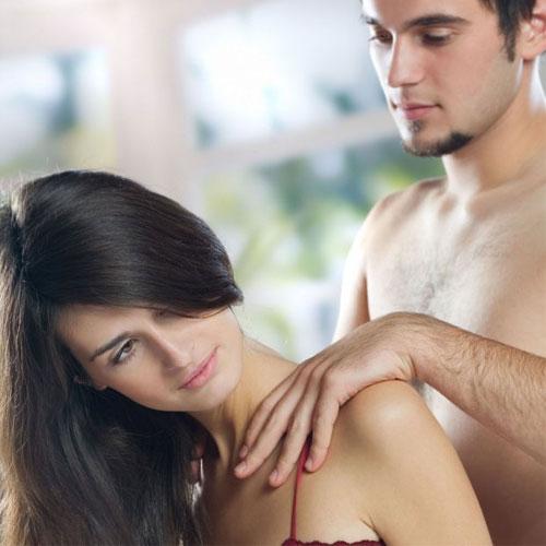 रोमांटिक मसाज से मिटाएं दूरियां