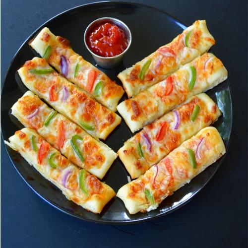 झटपट घर पर ही बनाएं पिज्जा स्टिक्स को...