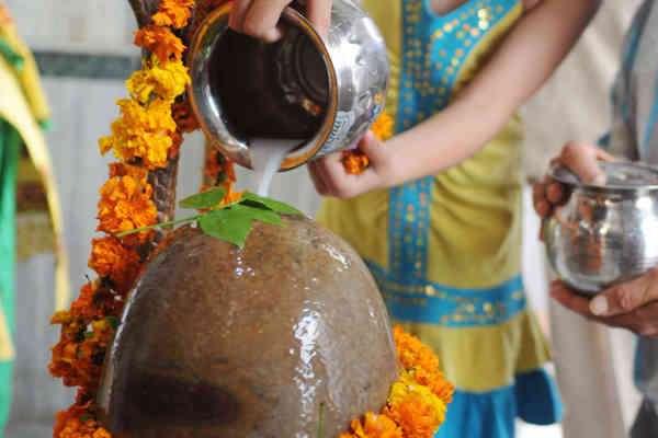 महाशिवरात्रि को करें 4 प्रहर पूजा, जीवन के सभी कष्ट होंगे दूर