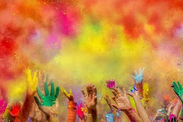 Holi 2020 : रंगों के बीच इन बातों का रखें ध्यान