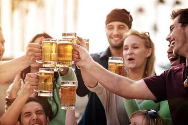हफ्ते में सिर्फ 2 बार बीयर पीने से आपकी बॉडी को मिलेंगे ये फायदे....