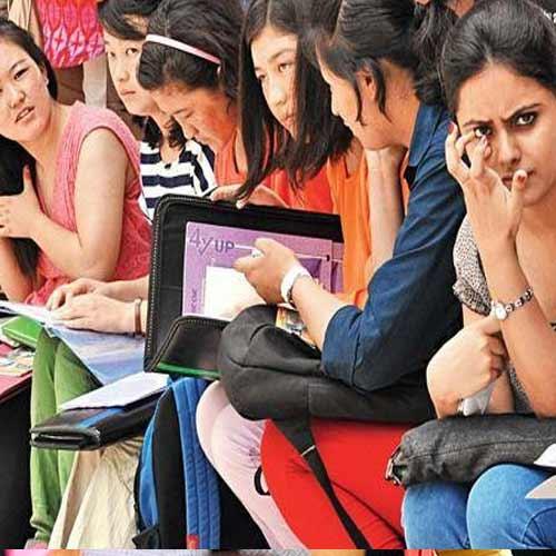 छात्रों के लिए दिल्ली यूनिवर्सिटी में लगाई गई Help desk!