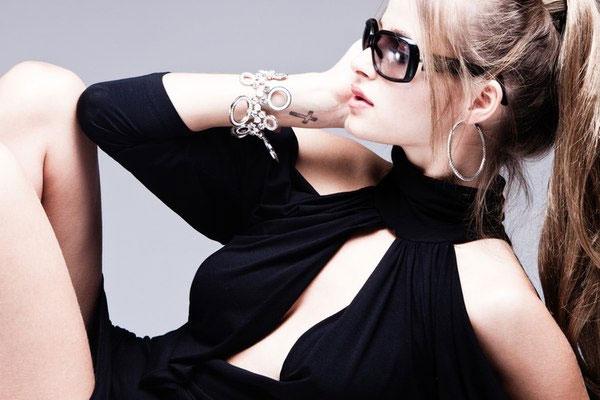 फैशन-हर सीजन में इन ब्लैक