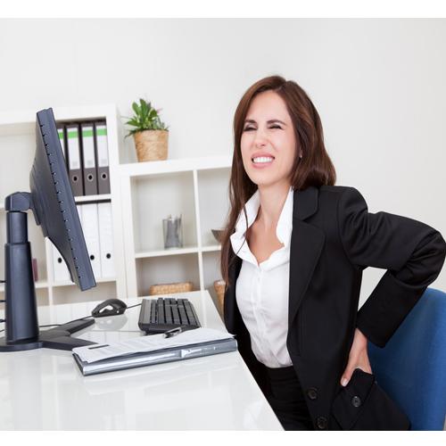 कुर्सी पर देर तक बैठने से होता है कमर दर्द, तो इन उपयों से तुरंत मिलेगा छुटकारा