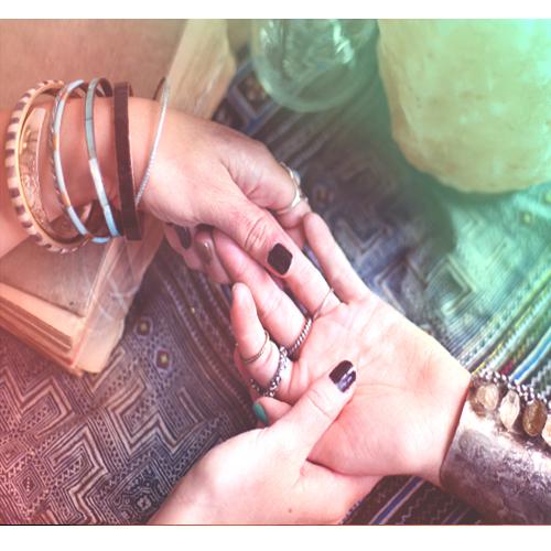 आपके हाथों की ये रेखाएं बताती हैं आपका भविष्य