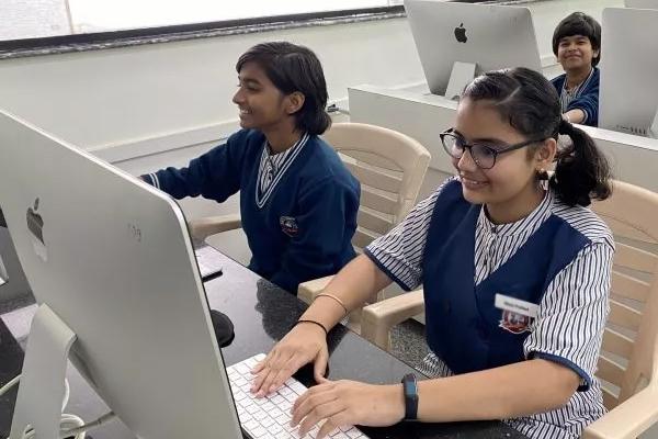 भारतीय लड़कियां एप्पल के साथ तेजी से सीख रहीं कोडिंग