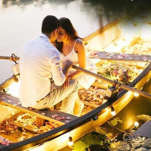 कितने रंग छुपे हैं प्यार के अहसास में...