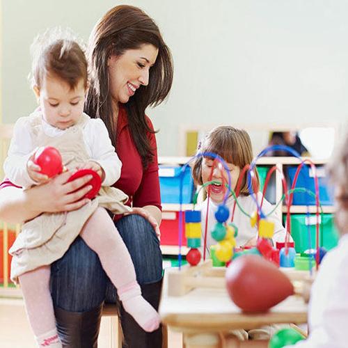 कैसे चुनें सही बेबी केयर सेंटर