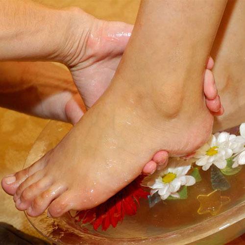गर्मियों में कैसे पाएं सुंदर और स्वस्थ पैर