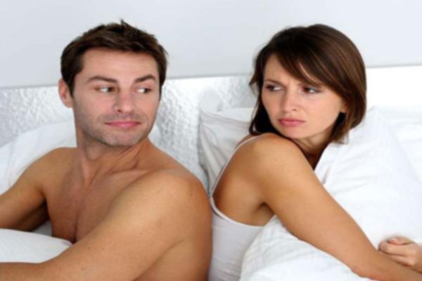 पति-पत्नी के रिश्तों में कडवाहट, एक-दूसरे से करें रोमांस