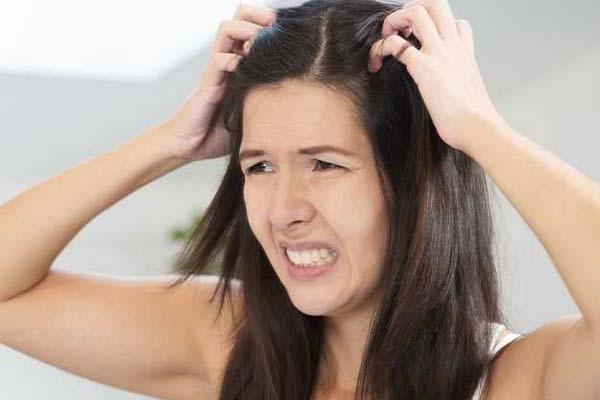 गर्मियों में बालों से आने वाली बदबू को इन तरीकों से ऐसे करें दूर..