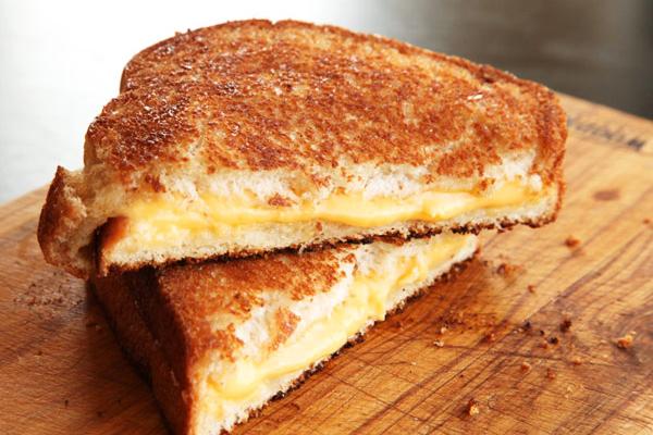 घर पर ऐसे बनाएं ग्रिल्ड पनीर सैंडविच