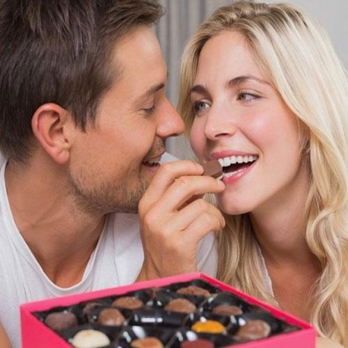 प्यार की मिठास चॉकलेट के साथ...