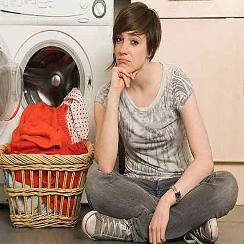 क्या आप भी कपड़ों के रंग छोड़ने से परेशान है? ये उपाय कारगर