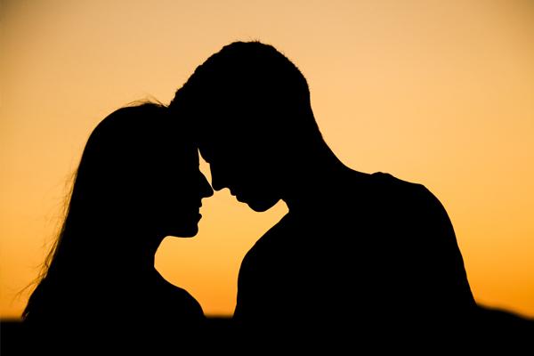 रिश्तों को मजबूत करने के लिए जरूरी है रोमांस