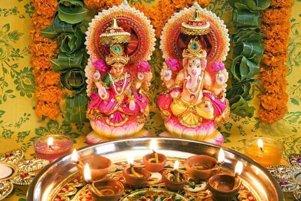 इस मुहूर्त में करें दीपावली पूजन, नहीं रहेगी पूरे साल पैसों की कमी