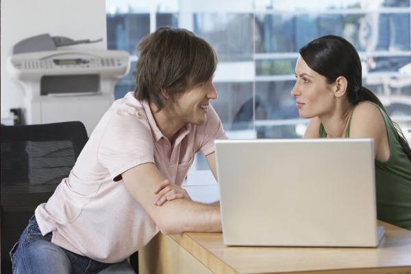 अगर ऑफिस में है किसी से आपको प्यार तो इन बातों का रखे ध्यान