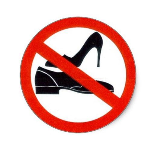 चाहिए सुख समृद्दि तो यहां ना पहनकर जाए जूता-चप्पल