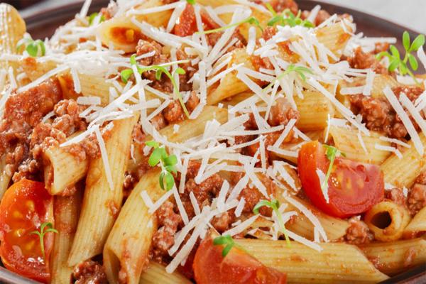 घर पर ऐसे बनाएं इंडियन स्टाइल मसालेदार पास्ता....