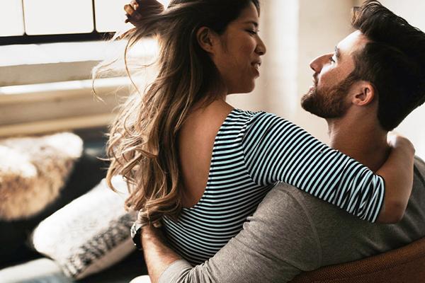 पति-पत्नी के बीच प्यार की डोर मजूबत करने के दिलचस्प तरीके