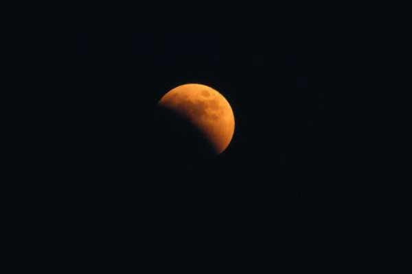 चंद्र ग्रहण के दौरान गलती से भी ना करें ये काम....