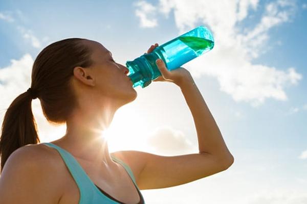शरीर में तरावट रखेें, गर्मी की तपन से बचें