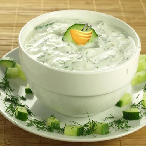 गर्मियों में खूब खाएं खीरे का रायता, मिनटों में बनाएं