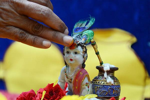 Krishna Janmashtami 2019 : जानिए-शुभ मुहूर्त और पूजा करने की विधि