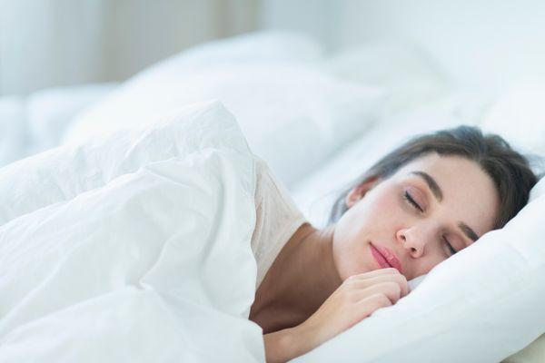 दोपहर में लंबी नींद से दिल की बीमारी, मौत का खतरा
