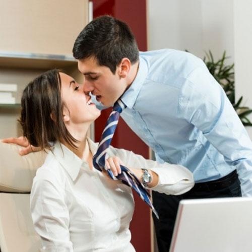 ऑफिस में प्यार और रोमांस के अनोखे 5उपाय