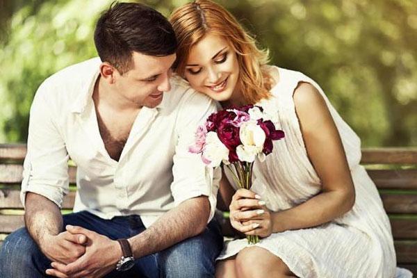 लव लाइफ को करें रिफ्रेश, बदलें प्यार का अंदाज
