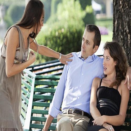 गर्लफ्रेंड या बीवी सबसे ज्यादा किसे पसंद करते हैं मर्द