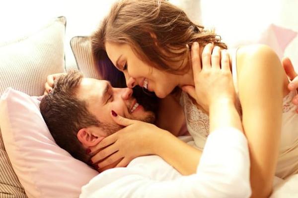 शादीशुदा  लाइफ में नहीं हैं वो पहले जैसी मिठास तो गुरुवार के दिन करें यह उपाय