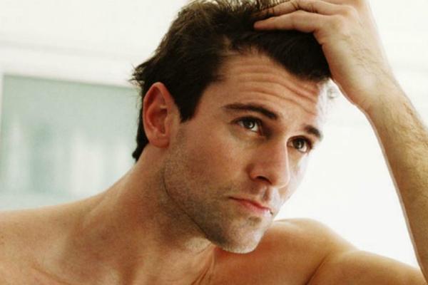 पुरुष यूं कर सकते हैं अपने बालों की देखभाल