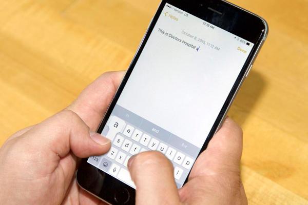 माता-पिता की तुलना में बच्चे स्मार्टफोन पर तेजी से टाइप करते हैं