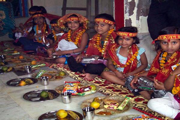 नवरात्रि : कन्याओं के साथ  क्यों की जाती है एक लड़के की पूजा, जानें...