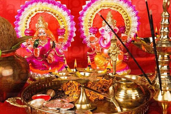 दीपावली की रात को करें ये तांत्रिक उपाय, कुबेर और लक्ष्मी देंगी ताउम्र साथ