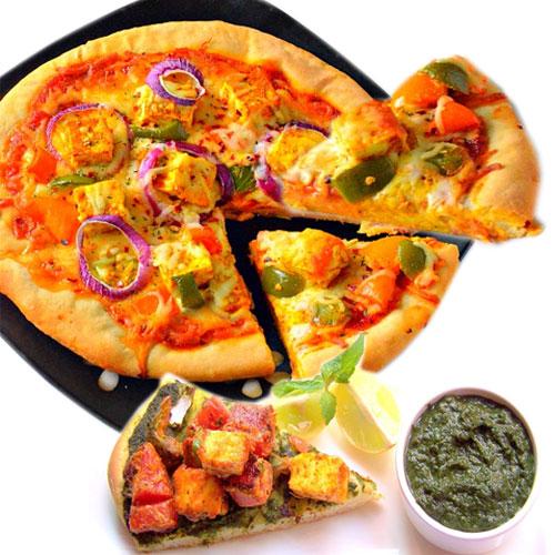 पार्टी टाइम पनीर टिक्का पिज्जा के साथ