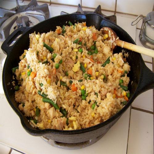 रेन पार्टी टोमैटो फ्राइड राइस के साथ-Tomato Fried Rice