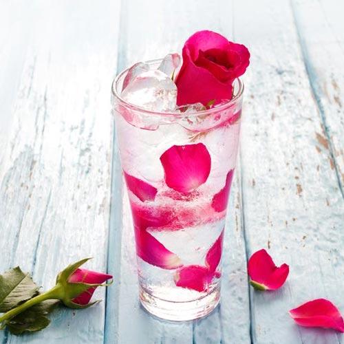 गुलाब जल के ये हैं सेहत भरे लाभ
