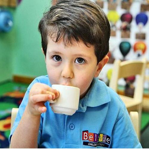 क्या आपका बच्चा चाय पीता है, तो जरूर पढ़ें